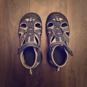 Little boy's Keen shoes size 12